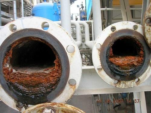 Biopelícula en tubería www.merusonline.combiofouling-refinery.jpg