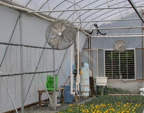 Horizontal air flow in greenhouse