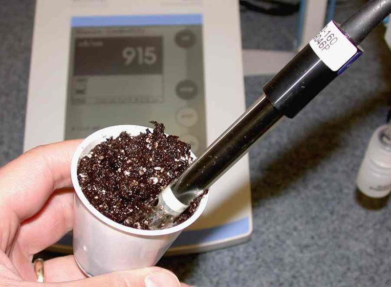 E.C. measurement in mud growing media