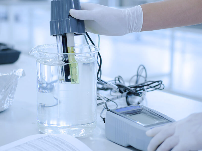 Test water pH in laboratory